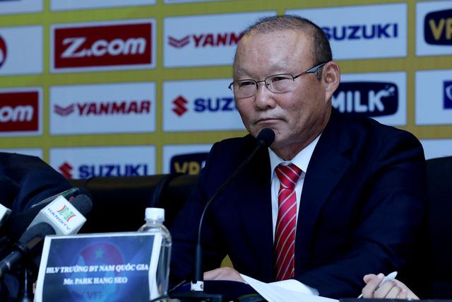 Tân HLV ĐT Việt Nam Park Hang-seo nhận lương bằng 1/3 Kiatisak