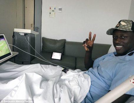 Hậu vệ đắt giá nhất thế giới ăn mừng chiến thắng Chelsea từ …bệnh viện