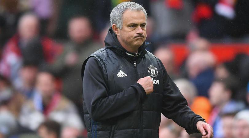 Không được tăng lương, Mourinho vẫn gia hạn hợp đồng với MU