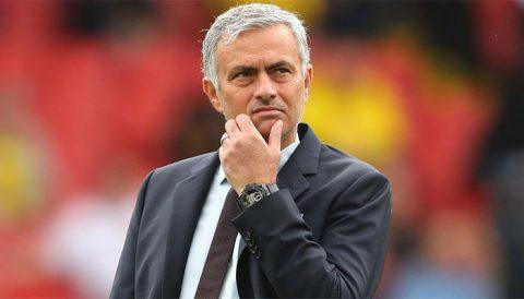 Muốn chỉ trích Jose Mourinho, hãy đợi đến hết mùa giải
