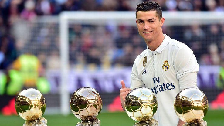 """Totti :""""Thật điên rồ khi nghĩ có người xứng đáng đoạt QBV năm nay hơn Ronaldo!"""""""