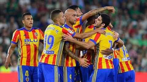 """Đại thắng Betis, """"Bầy dơi"""" áp sát ngôi đầu của Barca"""