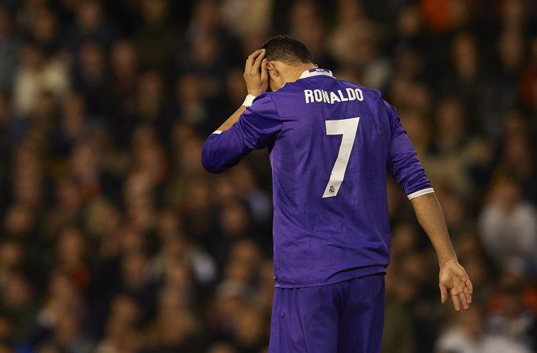 Ronaldo không còn quyền lực trong phòng thay đồ và ban lãnh đạo