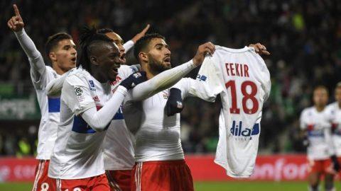 Bắt chước ăn mừng kiểu Messi, sao Lyon suýt bị CĐV đánh