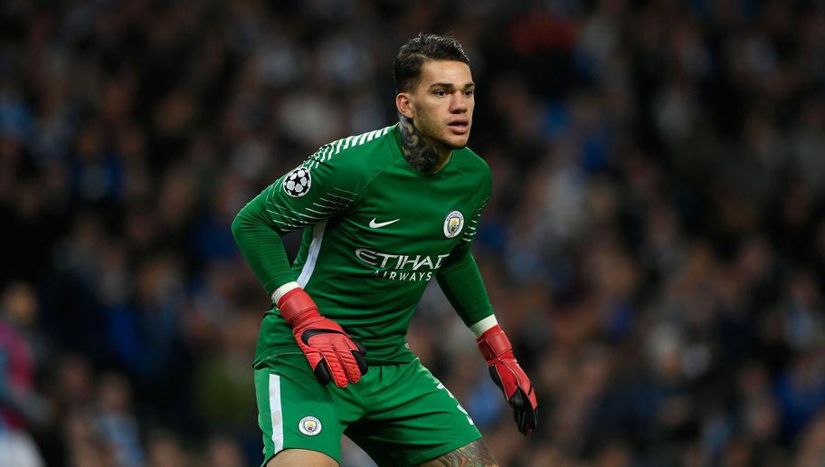 """TOP 10 thủ môn dùng chân tốt nhất NHA: Bom tấn Man City """"vô đối"""""""