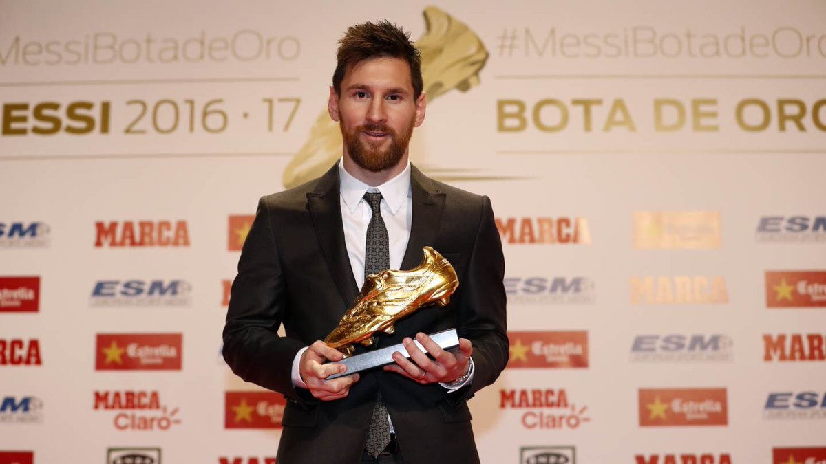LOẠT ẢNH: Messi nhận Chiếc giày Vàng, cân bằng kỷ lục của Ronaldo