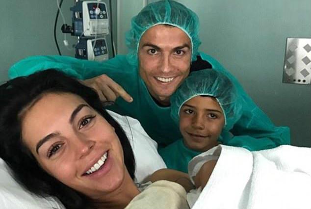 Bạn gái Ronaldo đã hạ sinh tiểu công chúa Alana Martina