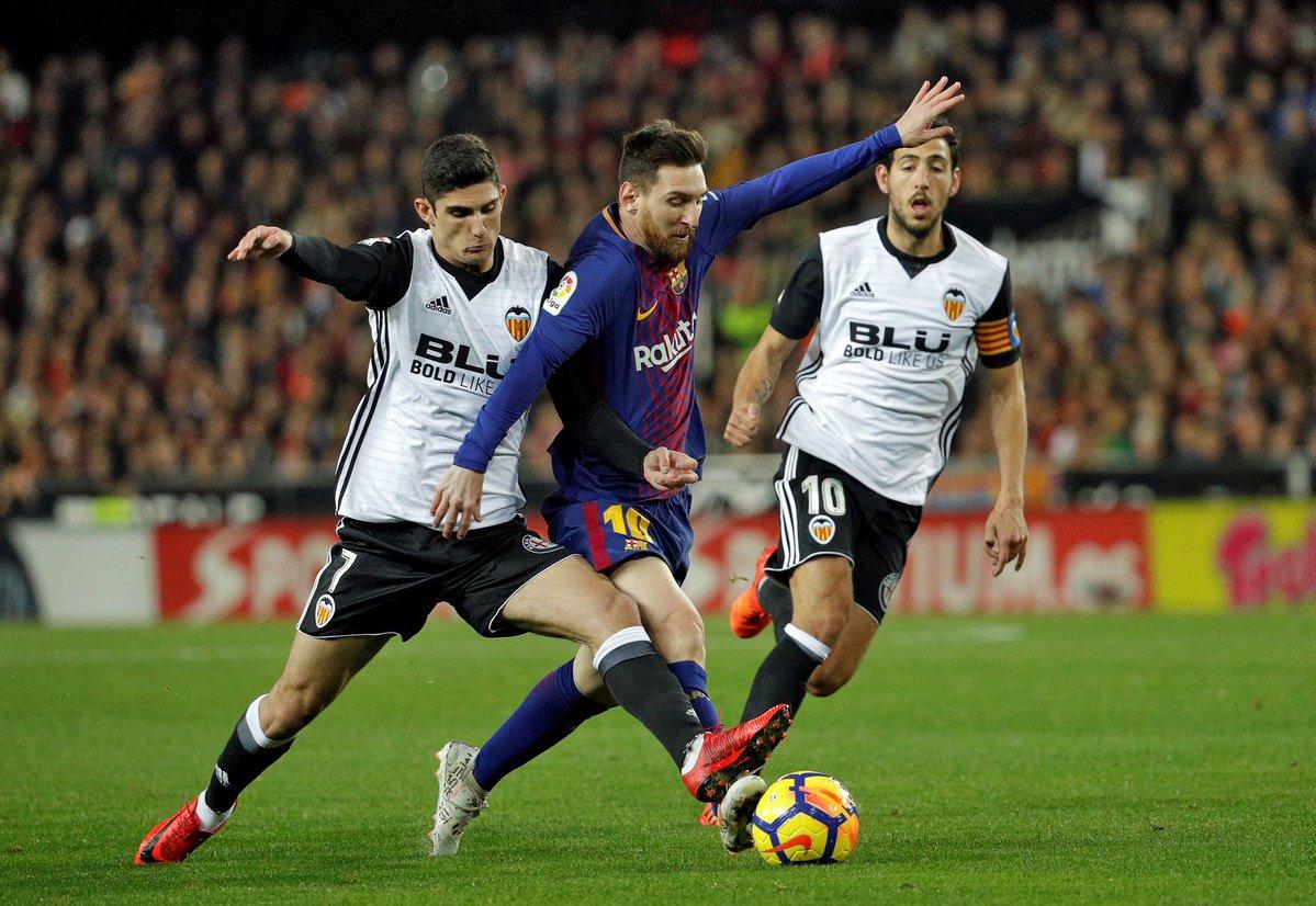 Trọng tài mắc sai lầm, Barca chấp nhận chia điểm với Valencia