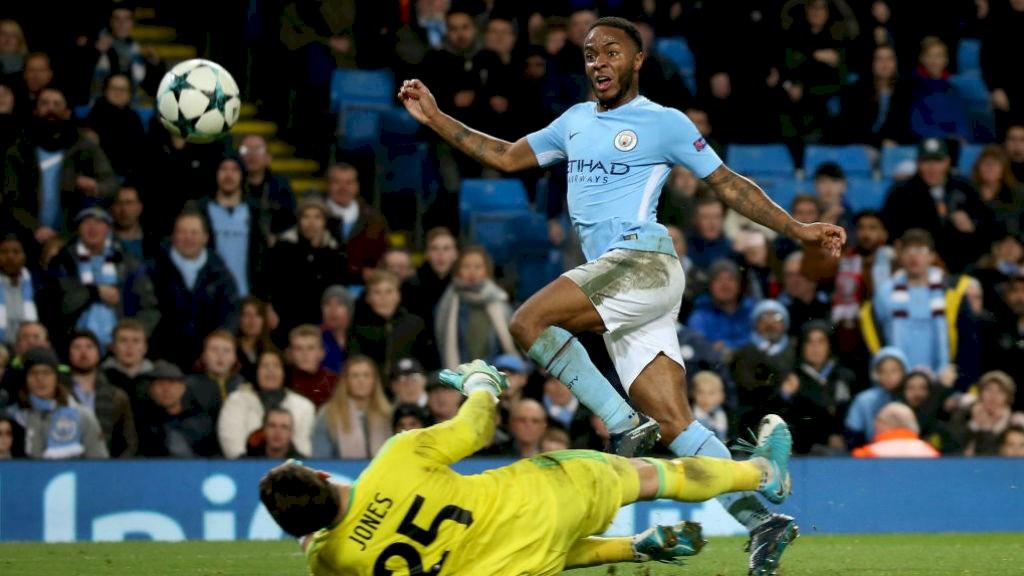 Người hùng Sterling tỏa sáng, Man City nhọc nhằn hạ Feyenoord