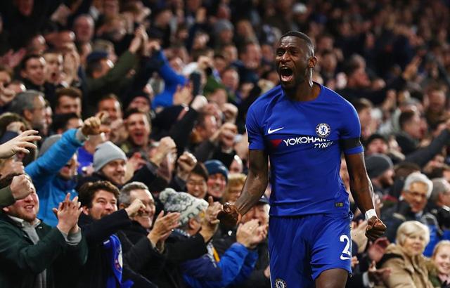 Nhọc nhằn hạ Swansea, Chelsea kiên trì bám đuổi Top đầu