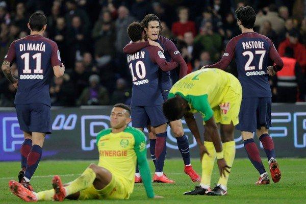 """Neymar trở lại, Cavani tỏa sáng; PSG dễ dàng """"làm thịt"""" Chim hoàng yến"""
