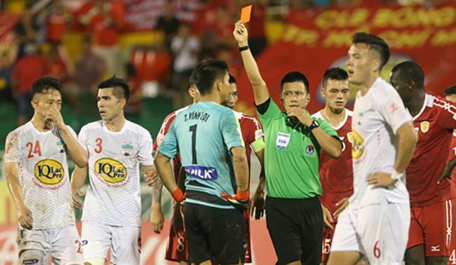 Điểm tin bóng đá Việt Nam sáng 02/11: HAGL nhận thẻ đỏ nhiều thứ nhì V-League