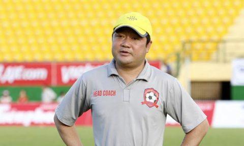 HLV tại V-League lần lượt rời bỏ ghê nóng
