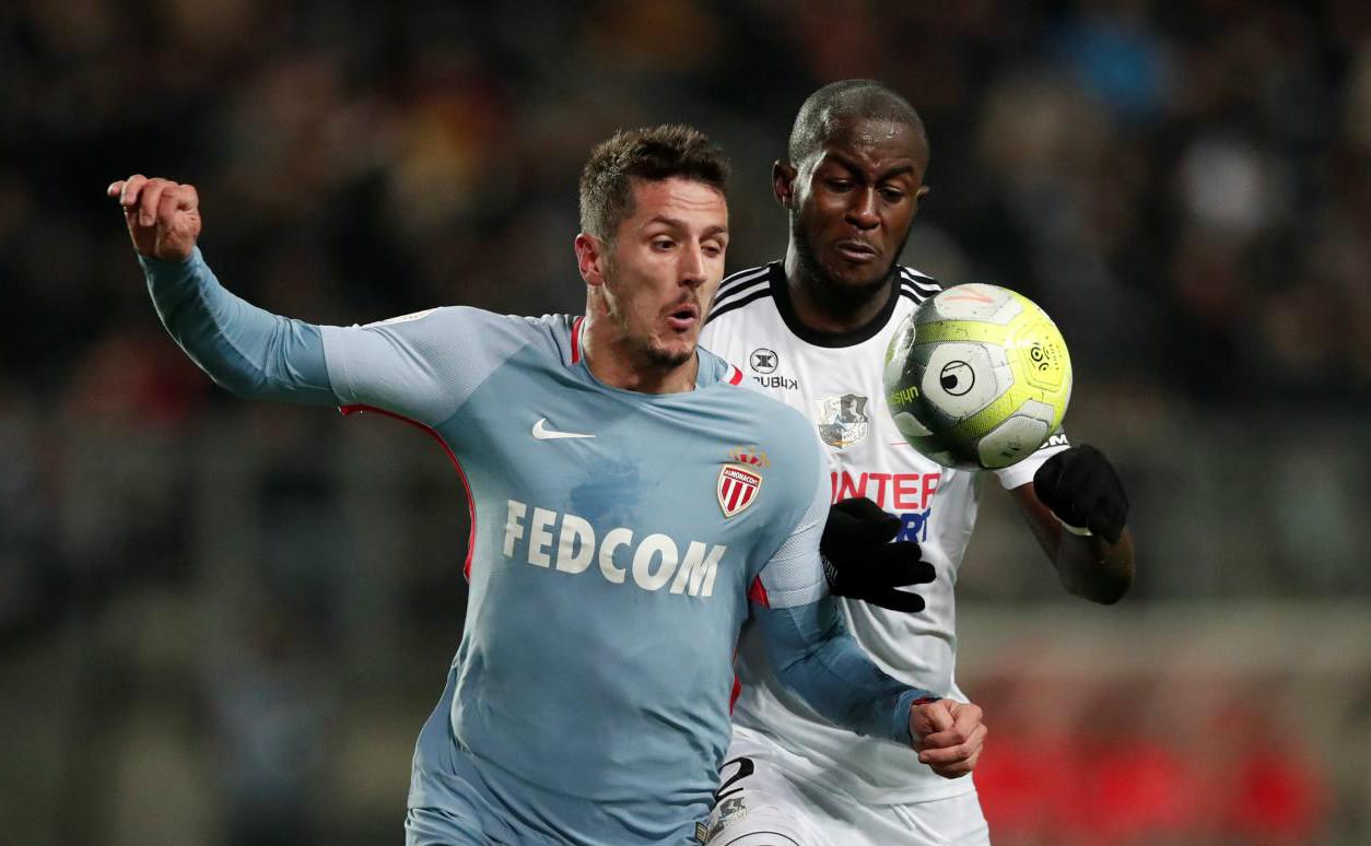 Jovetic ghi bàn, Monaco hòa hú vía trên sân Amiens