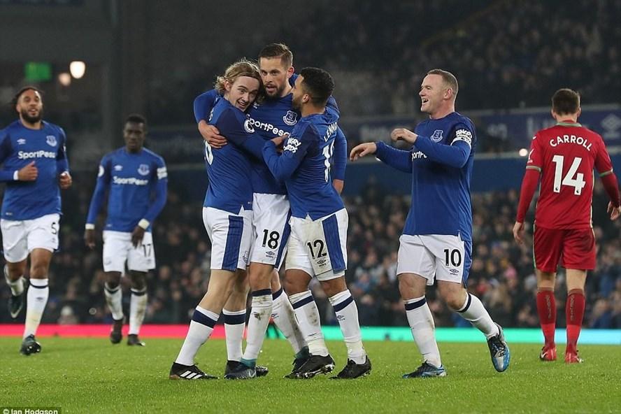 """Everton hồi sinh mạnh mẽ: """"Đừng đùa"""" với Big Sam và Rooney"""