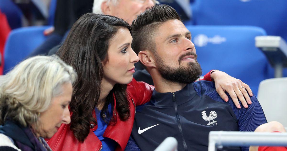 Sợ vợ, Giroud sẽ không đến Everton