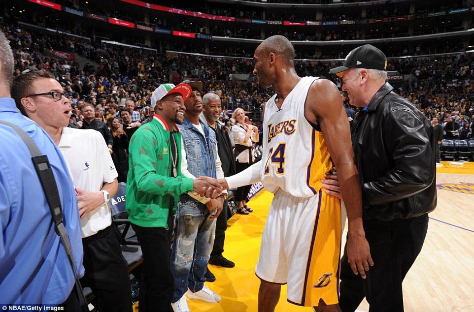"""""""Độc cô cầu bại"""" Mayweather thách Kobe Bryant đấu bóng rổ 1 triệu USD"""