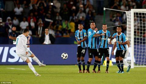 Điểm tin chiều 17/12: Ronaldo sánh ngang vua bóng đá; Hamsik ngang hàng với Maradona