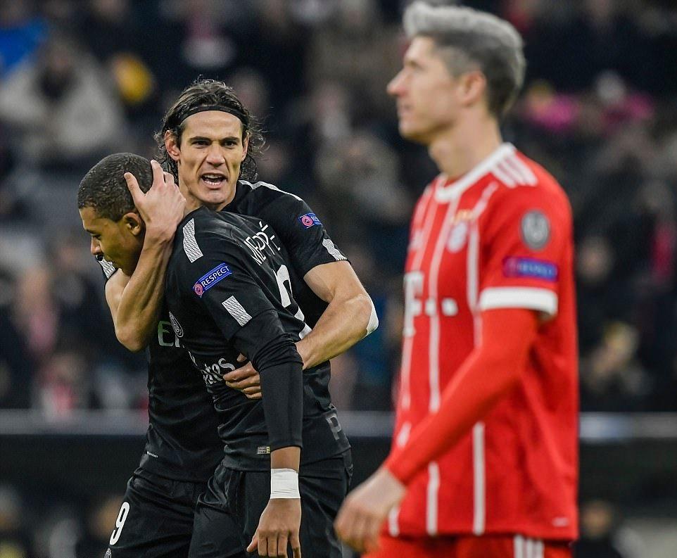 Phục hận thành công, Bayern vẫn không thể chiếm ngôi đầu