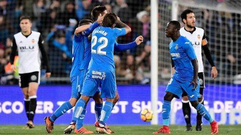 Bại trận trước Getafe, Valencia lỡ cơ hội áp sát Barca