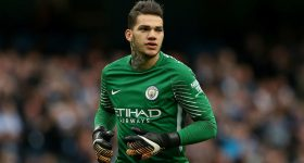 Ederson Moraes: Kẻ ngổ ngáo đối đầu với Mourinho là ai?