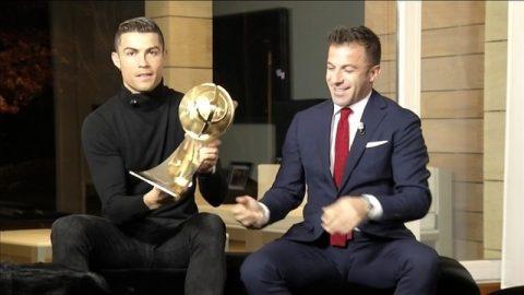 """""""Dây Ronaldo"""" trúng… quả đậm cuối năm"""