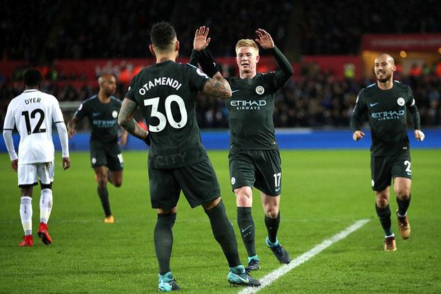Vùi dập Thiên Nga đen, Man City thắng trận thứ 15 liên tiếp