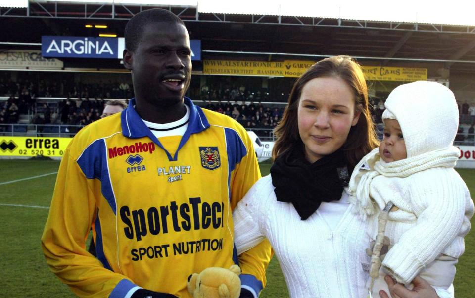Cựu sao Arsenal và Galatasaray cùng quẫn vì bị vợ lừa hết tài sản