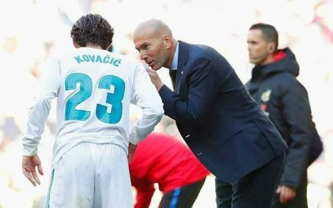 """Zidane phải trả giá vì kế hoạch """"Mourinho hóa"""""""