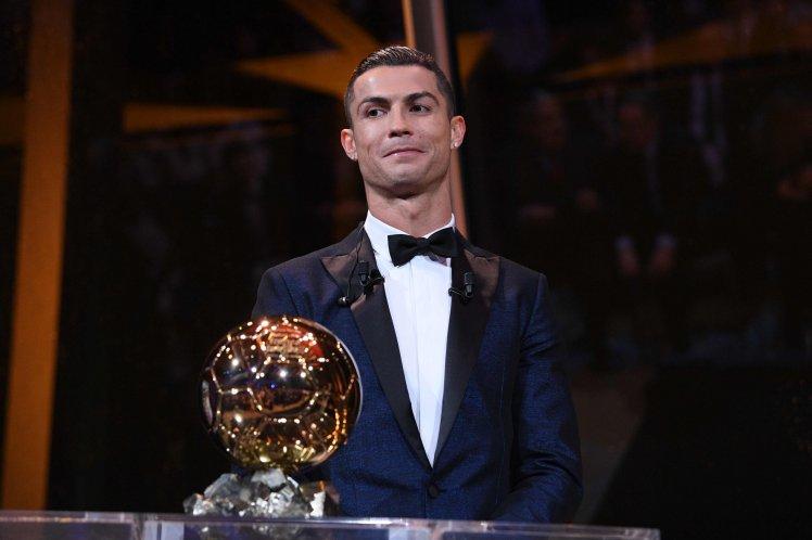Điểm tin sáng 08/12: Ronaldo giành Bóng vàng; Shaw phải vượt mặt Ashley Young