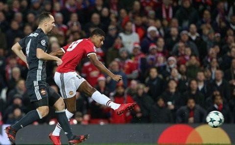 Ngược dòng thành công Man Utd chiếm ngôi đầu bảng