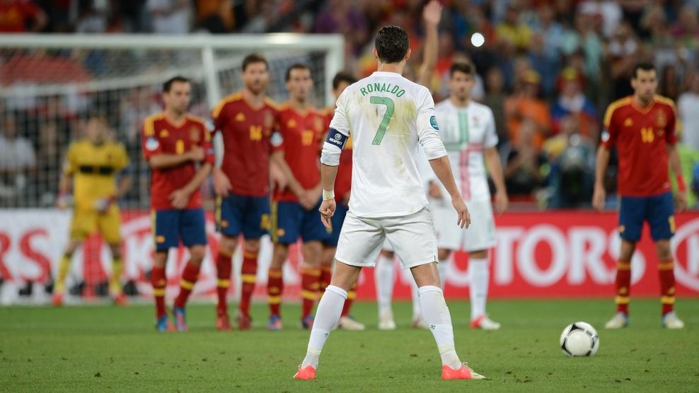 Điểm tin chiều 02/12: HLV Tây Ban Nha ngại Ronaldo; Bayern đón tin vui từ Ribery