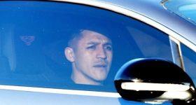 Alexis Sanchez hào hứng khoe ảnh bay đến Manchester
