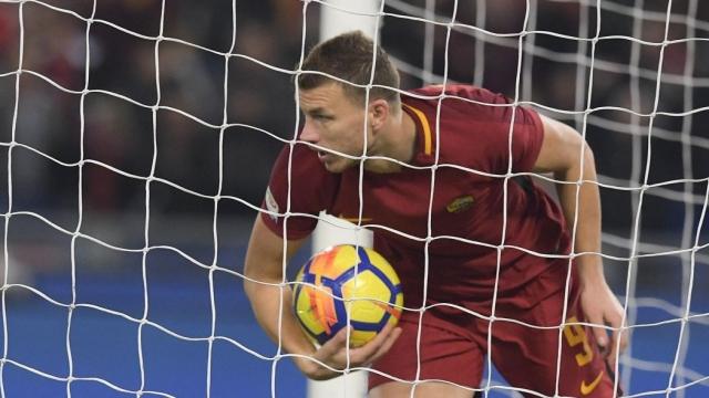 Dzeko sắm vai người hùng, Roma hút chết trước Sampdoria