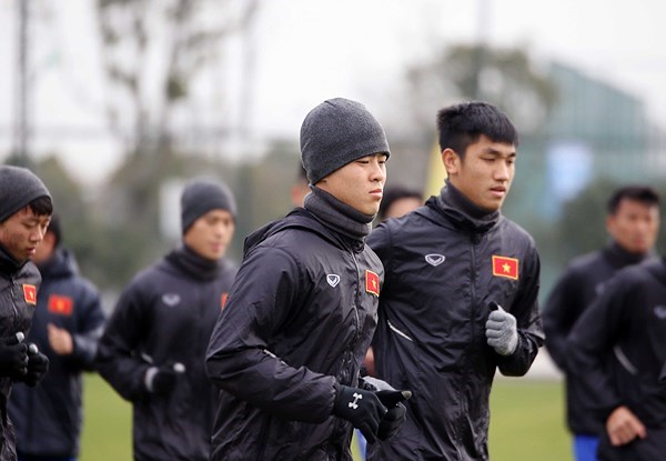 Tuyết lớn ở Thường Châu, U23 Việt Nam gặp khó khi tập luyện