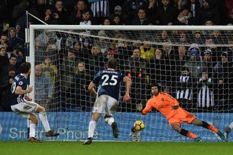Sanchez tỏa sáng, Arsenal vẫn mất điểm trước đội bét bảng