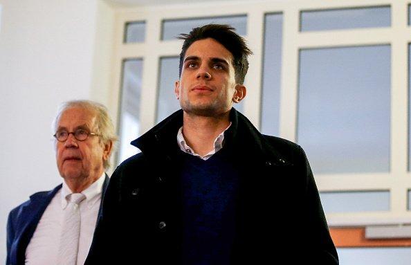 Marc Bartra đối diện với kẻ đánh bom Dortmund gây rúng động