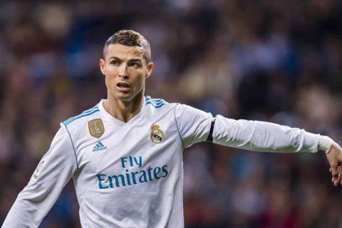 Đội hình xuất sắc nhất năm của UEFA: Ronaldo vô đối!