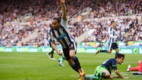 Newcastle-danh-bai-Swansea-o-luot-di-voi-ti-so-1-0