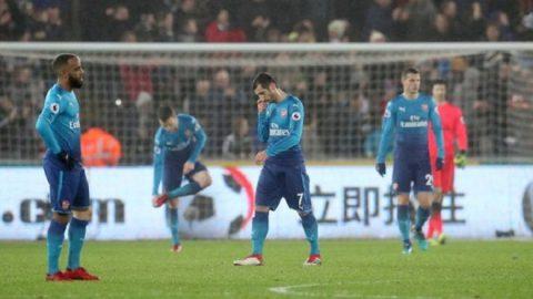 Mkhitaryan ra mắt trong ê chề, Pháo thủ thua tan nát trước Swansea