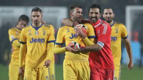 Buffon cản phạt đền, Juve thắng nhọc ở bán kết Coppa Italia