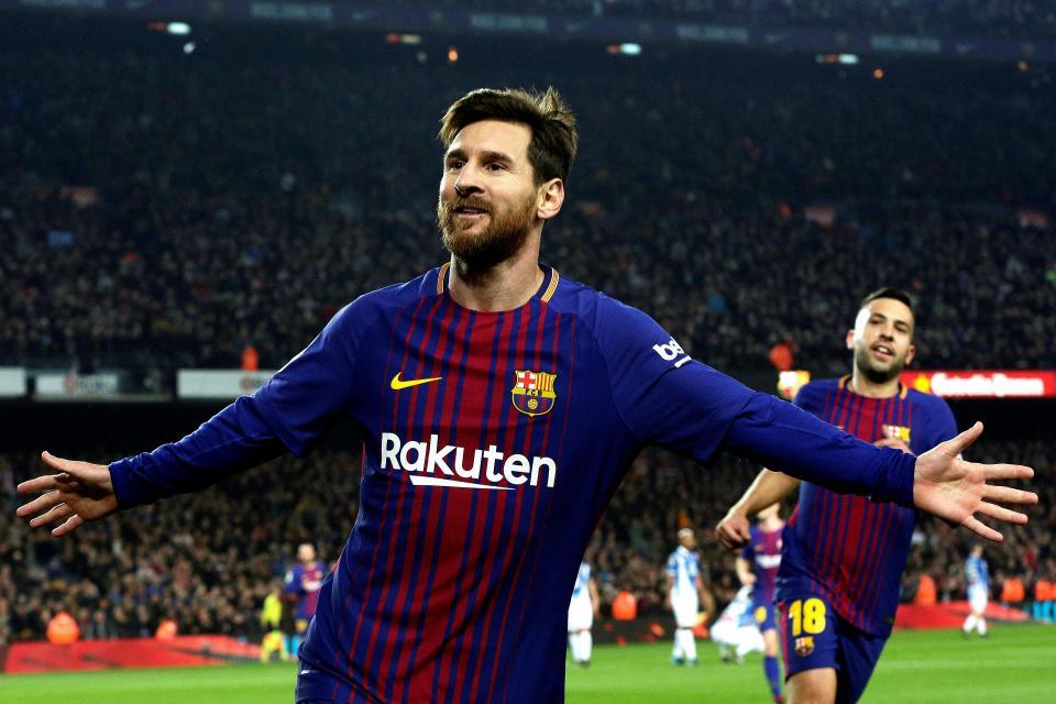 Messi trổ tài sút phạt, Barca ngược dòng hạ Alaves