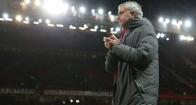 Man United: Hiệu ứng Sanchez và nụ cười của Mourinho
