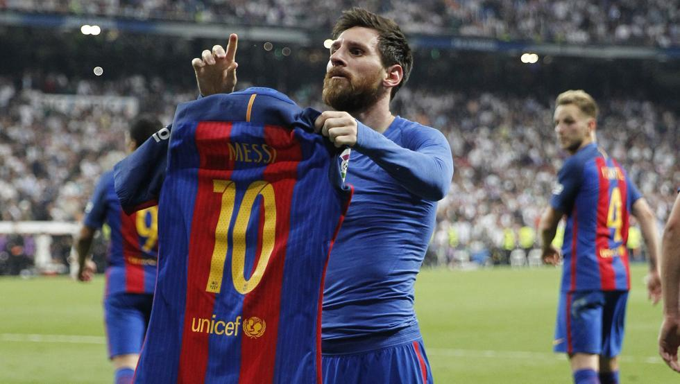 """Những khoảnh khắc bóng đá ấn tượng nhất 2017: Messi """"phơi áo"""" lọt top"""