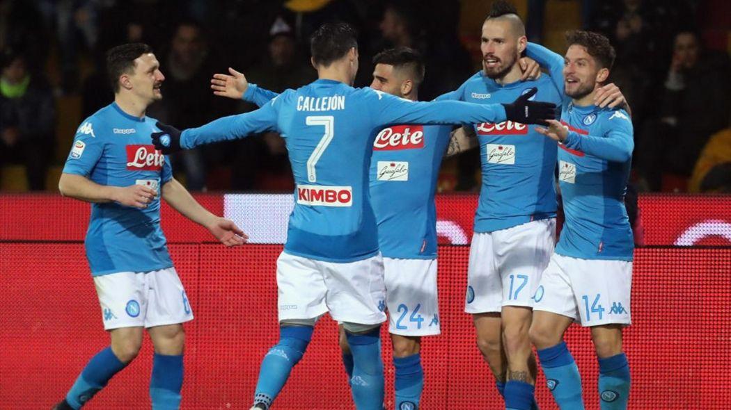 Thắng dễ Benevento, Napoli giành lại ngôi đầu từ Juventus