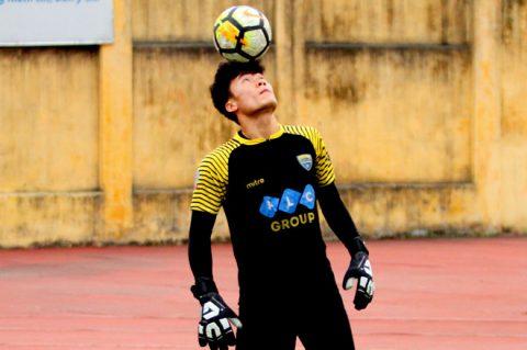 Thủ môn Bùi Tiến Dũng trở lại tập luyện chuẩn bị cho AFC Cup 2018