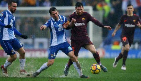 Pique ghi bàn muộn màng, Barca chật vật giành 1 điểm ở derby Catalan