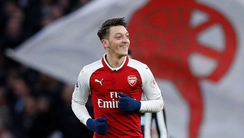 Điểm tin sáng 02/02: Ozil ở lại Arsenal thêm 3 năm; Man City sẽ trở lại vụ Mahrez
