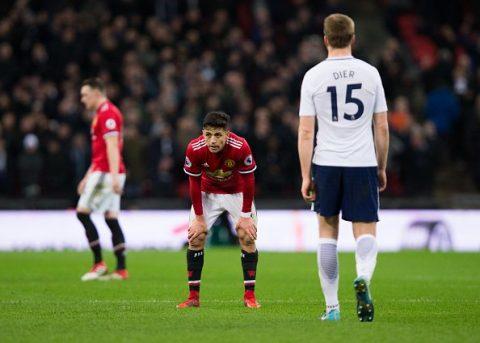 Ra mắt đáng quên, Sanchez thẩn thờ nhìn Man United thua trắng