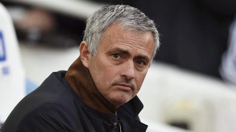 Mourinho CHÍNH THỨC giương cờ trắng trước Man City